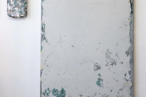 Małgorzata Pawlak, Kawałek czasu 2, obrazy chwilowe, 2018, 140x100 cm, instalacja z obrazem na sklejce, plus obiekt