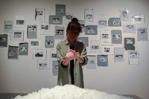 Wystawa Finalistów Konkursu Gepperta, prace Google Igloos, Snieg, malarstwo i instalacja 6